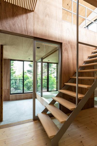 ストリップ階段、ラワン、パイン、デザイン、モダン、大きな窓、設計事務所、建築家、川崎市、神奈川、一級建築士事務所