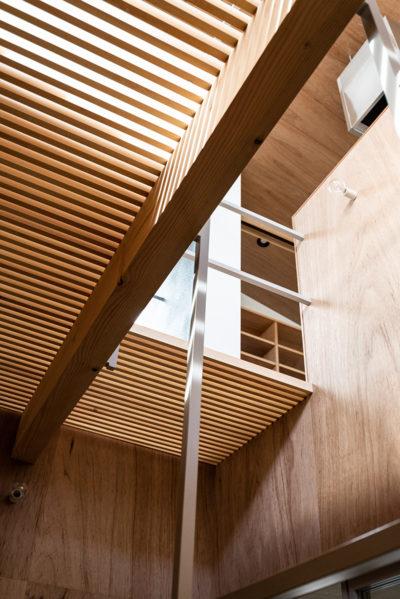 格子床、スノコ、ラワン、パイン、デザイン、モダン、大きな窓、設計事務所、建築家、川崎市、神奈川、一級建築士事務所