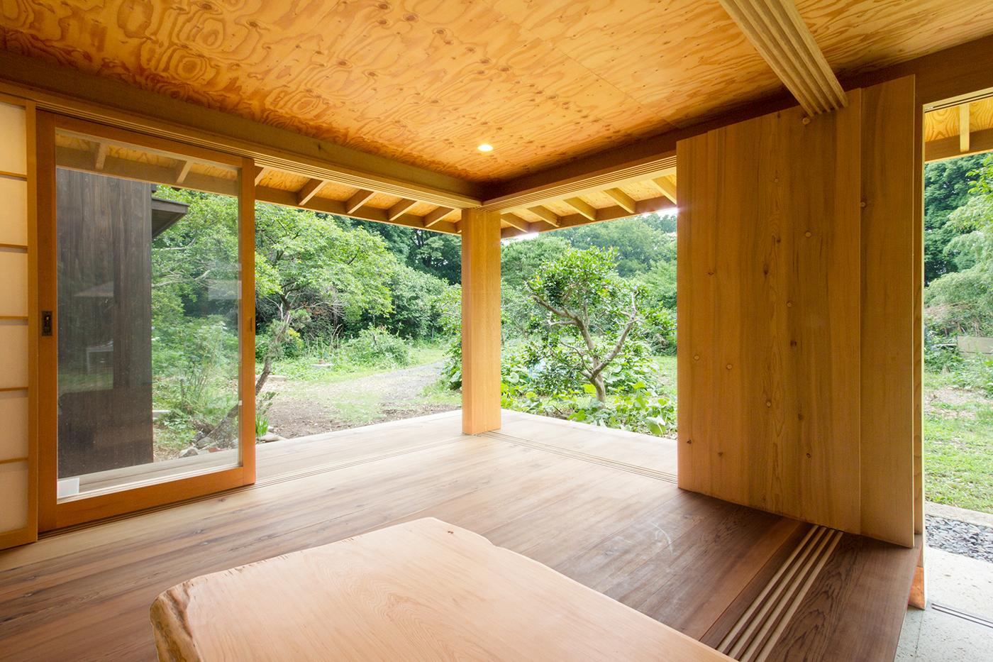 木造、ゲストハウス、薪ストーブ、大谷石、増築、群馬、舘林、一級建築士事務所、建築家、レッドシダー、針葉樹合板