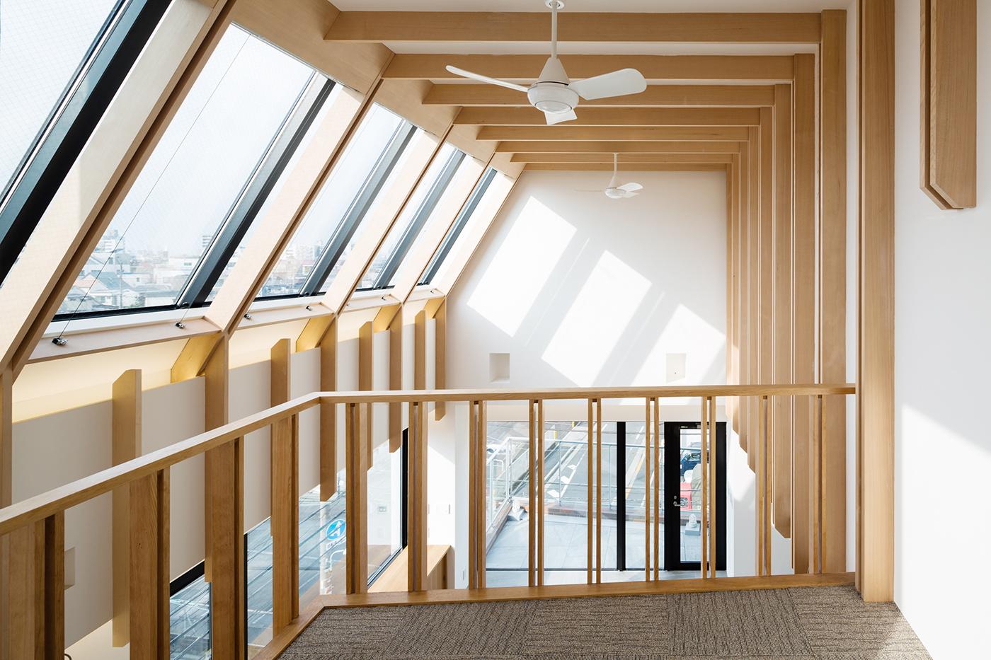 東京、品川区、神奈川県、一級建築士事務所、建築家、N&C、打ち放し、広いリビング、天井が高い、木の空間、漆喰壁、トップライト