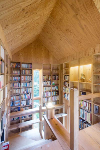 木造、個人図書館、書庫、書斎、増築、群馬、舘林、一級建築士事務所、建築家、レッドシダー、N&C、マーヴィン、木製窓、ストリップ階段、本棚、針葉樹合板